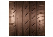 235/50/18 Rotalla Radial F105 97W 75% left