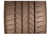 225/45/20 Goodyear Efficient Grip RFT 101Y 95% left