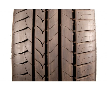 Used 285/40/20 Goodyear Efficient Grip RFT 95% left
